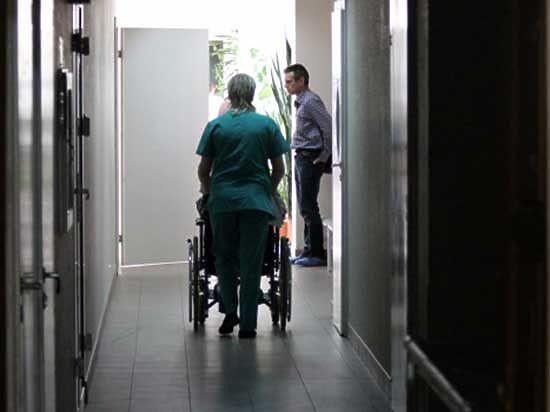 За курение в палате пациента Республиканской больницы едва не оштрафовали на 40 тысяч рублей