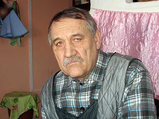 Четверть века живет отшельником в глухой байкальской деревне классик современной драматургии Степан Лобозеров