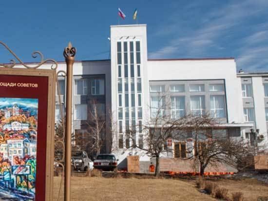 На два вакантных места в горсовете Улан-Удэ претендуют 23 человека. По накалу страстей довыборы в горсовет переплюнут выборы главы Бурятии