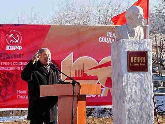 Энтузиасты ищут памятники Ленина на свалках и устанавливают их в городах и селах Бурятии